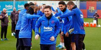 A-equipe-do-Barcelona-comemorou-a-Bola-de-Ouro-de-Lionel-Messi