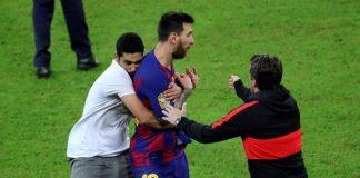 Barcelona-Lionel-Messi-se-assusta-com-fã