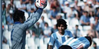 Barcelona-a-lenda-do-futebol-Diego-Maradona-morre-de-um-ataque-cardíaco